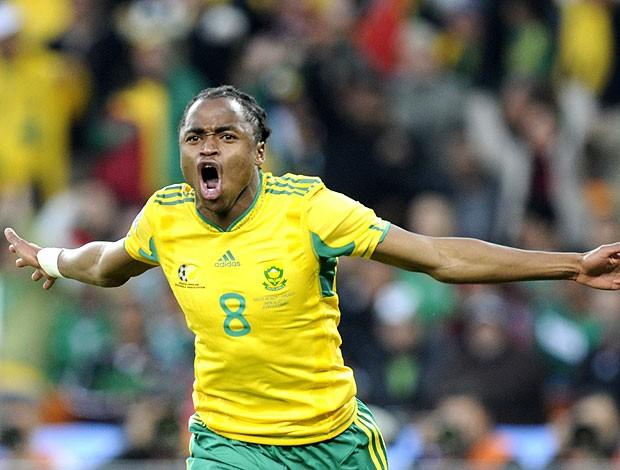 Siphiwe Tshabalala comemoração Bafana Bafana (Foto: AFP)