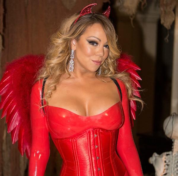 Mariah Carey de diabinha em festa de Halloween  (Foto: Getty Images)