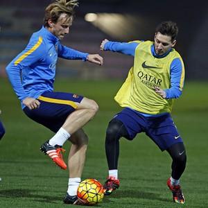 Messi e Rakitic treino Barcelona (Foto: Miguel Ruiz / Barcelona)