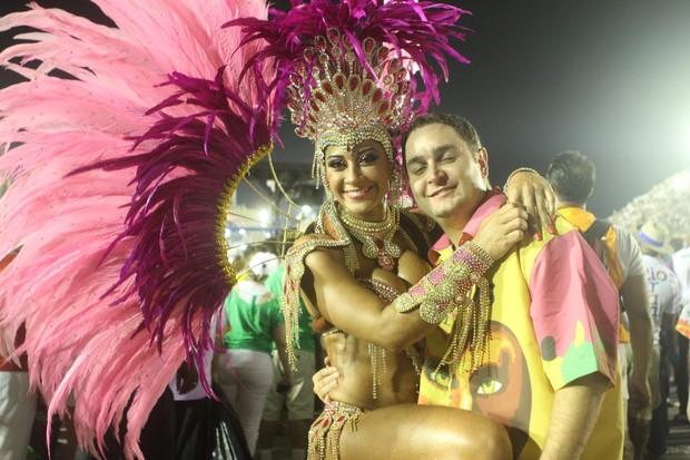 Mayra Cardi e o namorado (Foto: Raphael Mesquita/Fotorio News)