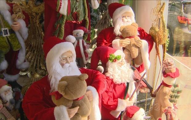 Nas lojas, há opção de Papai Noel de vários tamanhos (Foto: Amazonas TV)