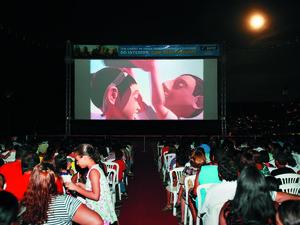 Cine Sesi reúne centenas de pessoas para ver cinema de graça no interior de Alagoas. (Foto: Divulgação/Ascom)