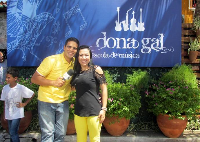 Helder Vilela visita o projeto 'Dona Gal' após reforma feita pelo 'Caldeirão' (Foto: Laurivânia Fernandes/Gshow)