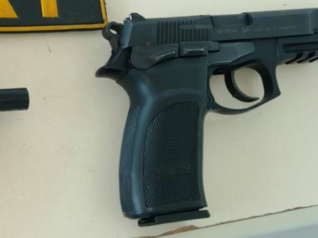 Pistola semiautomática Versa de 9mm (Foto: PRF/Divulgação)