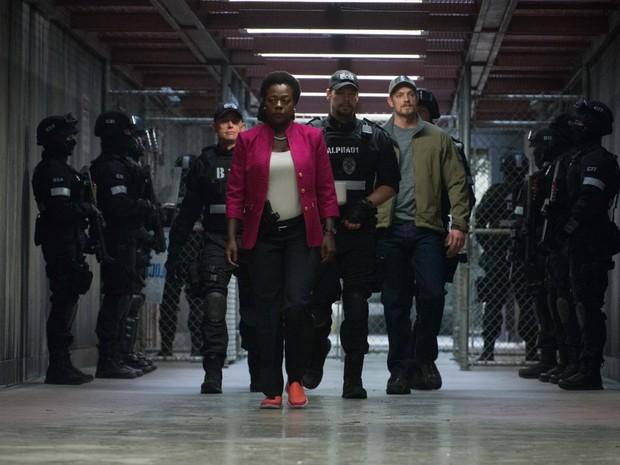 Ike Barinholtz, Viola Davis e Joel Kinnaman em 'Esquadrão Suicida' (Foto: Divulgação)
