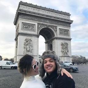 Wesley Safadão e Thyane Dantas no Arco do Triunfo, na França (Foto: Reprodução / Instagram)