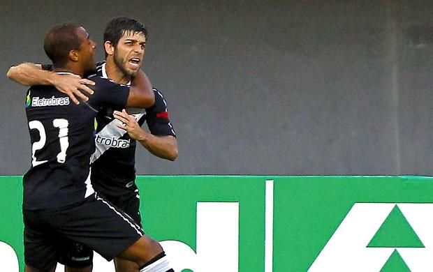 Juninho Pernambucano comemora gol do Vasco contra o Bahia (Foto: Ag. Estado)