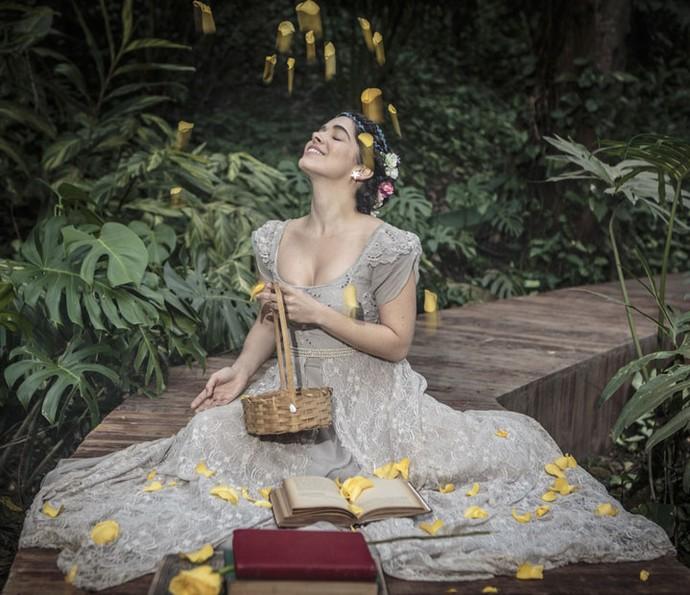 'Depois de um mês, levou flores e me pediu em namoro', conta a atriz sobre seu amor de Carnaval, que já dura quase cinco anos (Foto: Felipe Monteiro/Gshow)