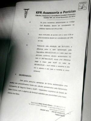 Laudo contábil apreendido pelo Gaeco na casa do ex-procurador da ALMT aponta superfaturamento (Foto: Lislaine dos Anjos/G1)
