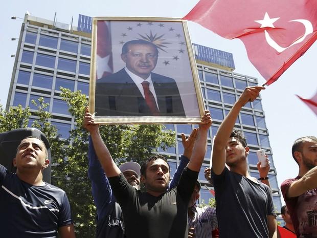 Partidários do presidente turco, Tayyip Erdogan, em Ancara. (Foto:  REUTERS/Tumay Berkin)