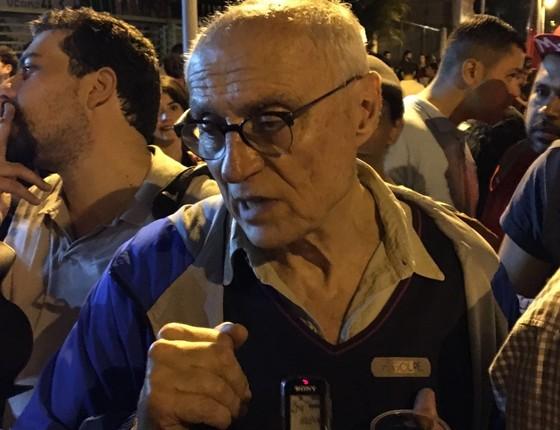 O ex-senador Eduardo Suplicy (PT) no protesto anti-Temer. Ele critica a intenção de Michel Temer de congelar o gasto público (Foto: Luis Lima)