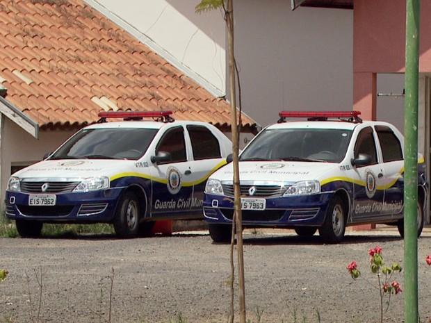 Viaturas da Guarda Municipal de Holambra, SP, ficaram paradas durante cinco dias (Foto: Reprodução EPTV)