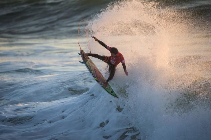 Filipe Toledo manda aéreo na final da etapa de Peniche do Circuito Mundial de Surfe (Foto: Divulgação)