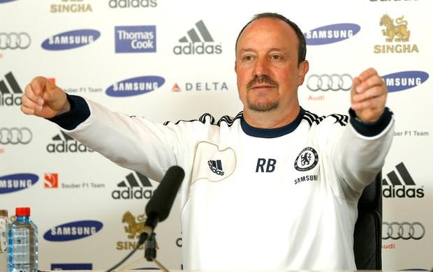 Rafael Benitez na coletiva do Chelsea (Foto: Reuters)