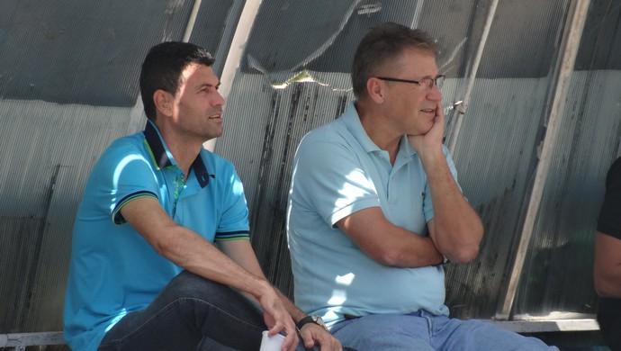 Gilmar Batista e Carlos Kila, dirigentes do CSA (Foto: Leonardo Freire/GloboEsporte.com)
