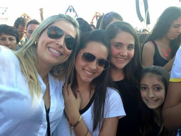 Simone Brunetti, junto da filha e duas sobrinhas (Foto: G1 / Natália de Oliveira)