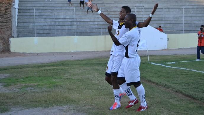 Ricardo Lopes comemora gol do título do Globo FC (Foto: Jocaff Souza)