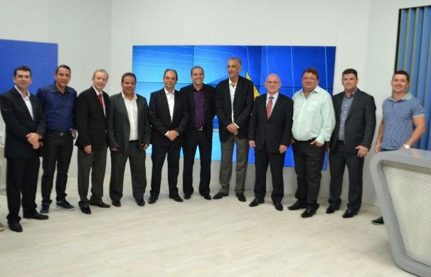 Convidados conhecem o estúdio dos telejornais (Foto: Pedro Samora/G1 dos Vales de Minas Gerais)