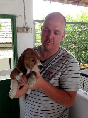 Daniel passou a receber ameaças por criar cães da raça beagle (Foto: Natália de Oliveira / G1)