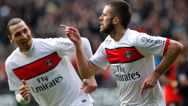 Ibrahimovic e Jeremy Menez  gol PSG (Foto: Reuters)