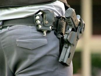 Resultado de imagem para policiais militares na segurança privada