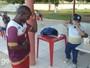 Fenômeno na web, Guiguiba vai a treino e dá aula de dança; assista
