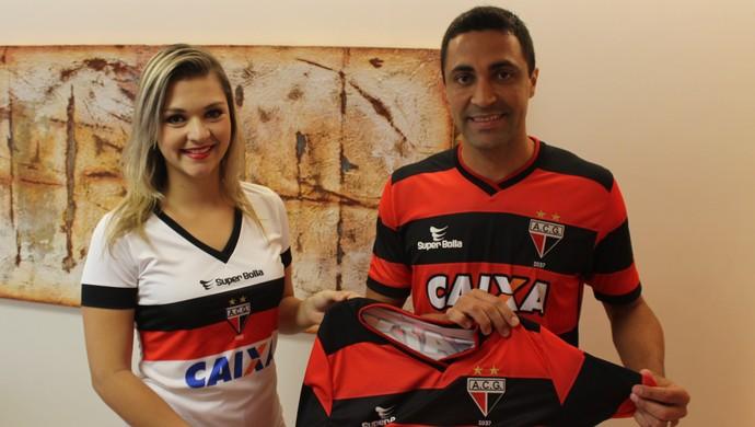 Atlético-GO lança novo uniforme no Globo Esporte (Foto: Fernando Vasconcelos / Globoesporte.com)