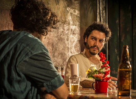 Martim esconde verdade de Miguel e pede segredo a cúmplice