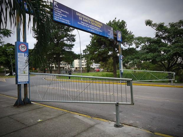 Universidade instala portões em três entradas (Foto: DESEG / Divulgação)