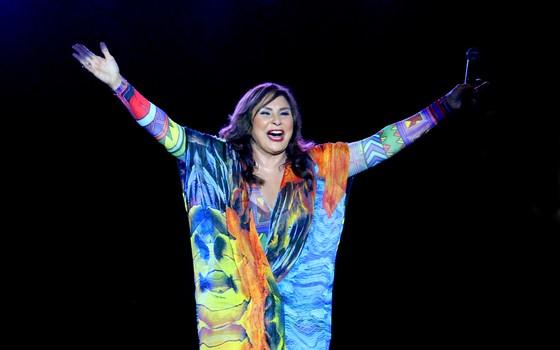 """""""Sou fã de Amália Rodrigues, mas cantar suas músicas, assim, no susto, não é fácil"""", diz Fafá de Belém (Foto: Eduardo Moraes/Maurício Code)"""