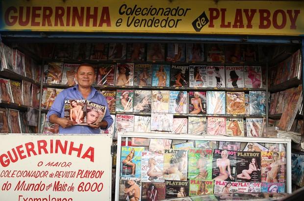 Estenio Guerra, o Guerrinha, maior colecionador de 'Playboy' (Foto: Iwi Onodera/ EGO)