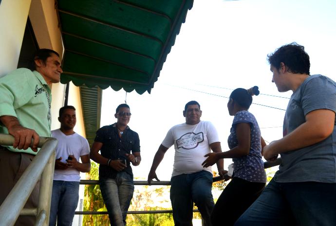 Candidatos aguardam para participarem da seletiva (Foto: Hellen Monteiro/ Rede Amazônica)