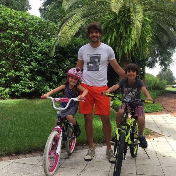 Kaká com os filhos Isabella e Luca (Foto: Instagram)