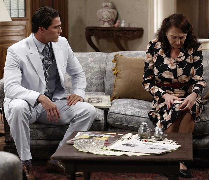 Ana conta para Braz o drama de Maria e que Severo tem outra mulher (Foto: Inácio Moraes)