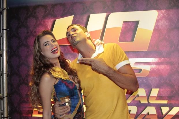 Latino e Rayanne (Foto: Isac Luz/EGO)