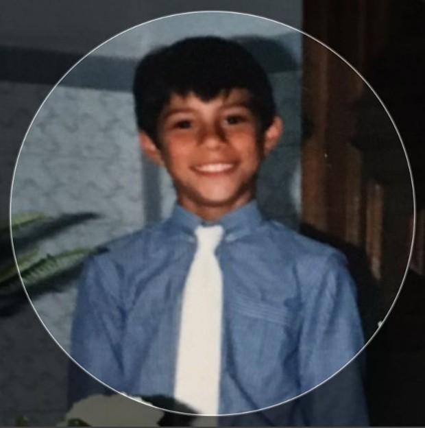 Evaristo Costa criança (Foto: Reprodução/Instagram)