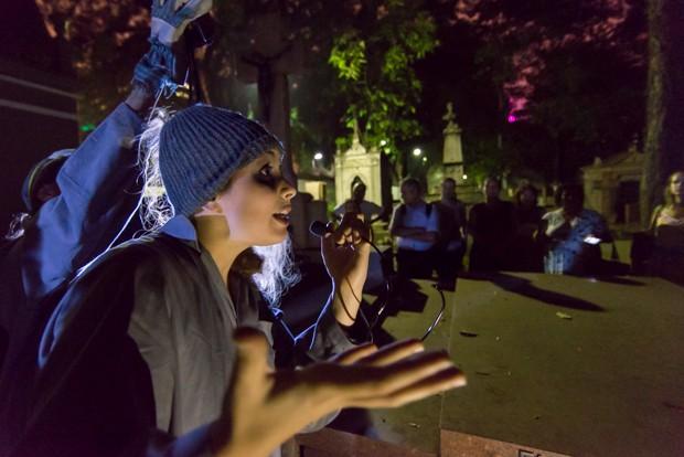 Visita guiada noturna pelo Cemitério da Consolação (Foto: Marcelo Brandt/G1)