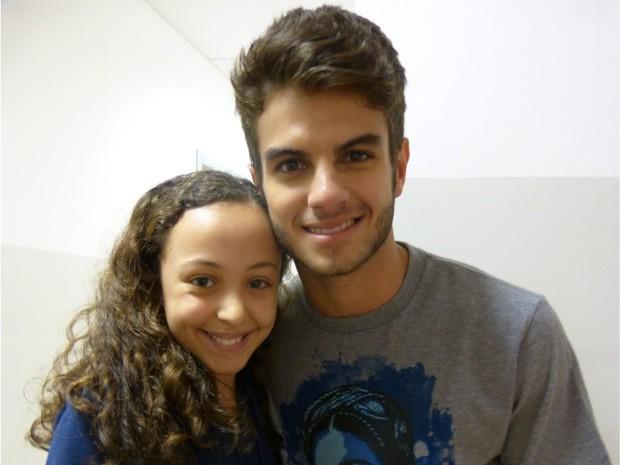 Bianca Vedovato tieta o ator (Foto: Malhação / TV Globo)