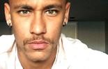 """Com """"bigodón"""", Neymar registra jogo: """"Hora séria"""" (Reprodução / Instagram)"""