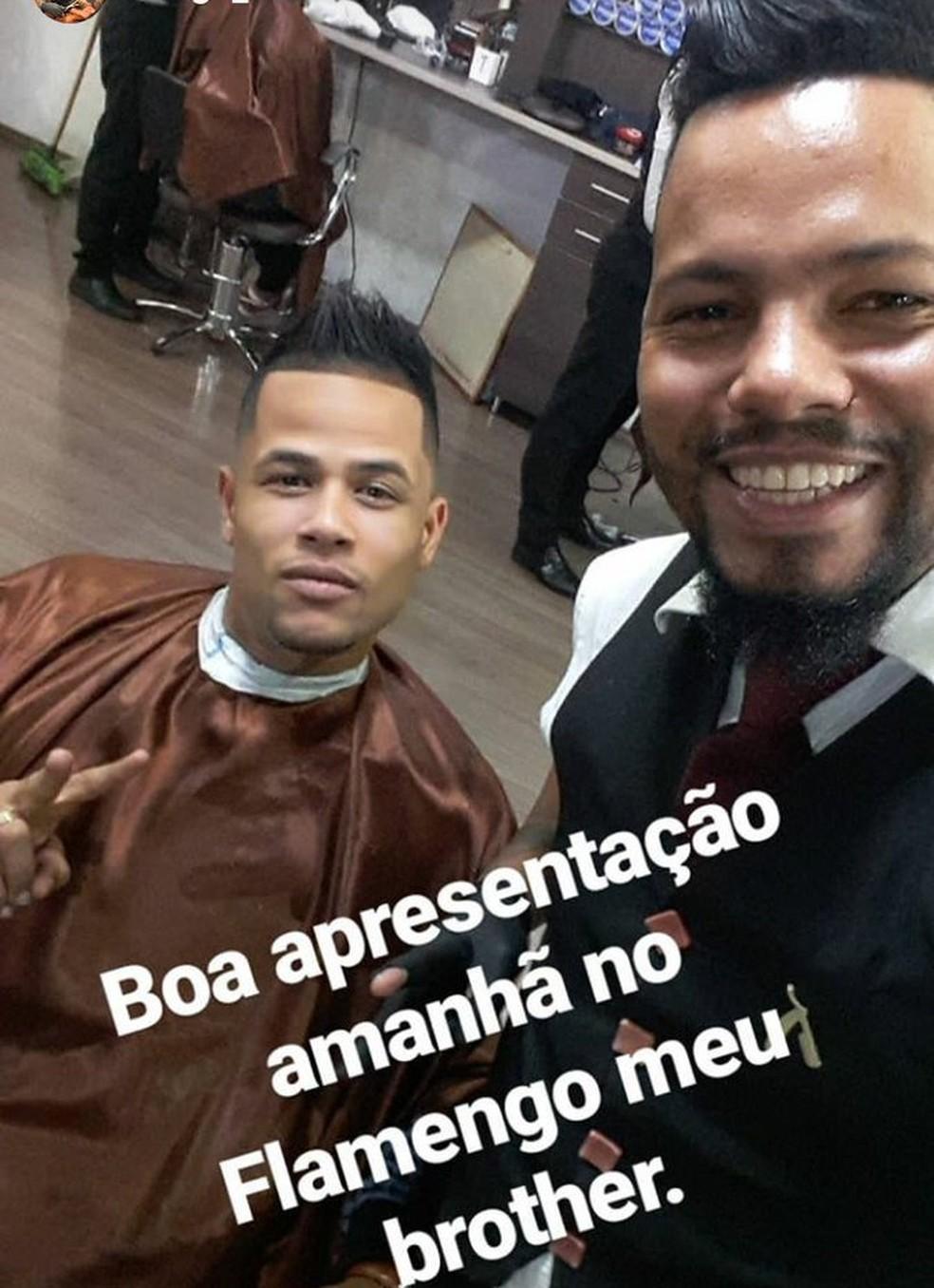 Barbeiro do Geuvânio publicou foto do atacante (Foto: twitter)