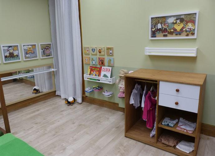 Patricia Poeta visita quarto montessoriano com baixo custo