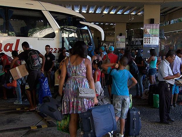 Movimento na rodoviária de Salvador (Foto: Imagem/ TV Bahia)