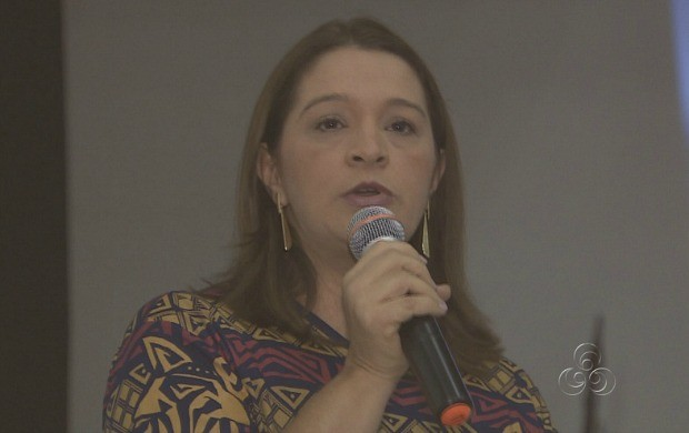 Gerente de Jornalismo da TV Amazonas, Ercilene Oliveira, participou do debate (Foto: Amazonas TV)