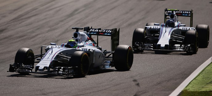 Felipe Massa e o companheiro Valtteri Bottas: disputa interna acirrada na pista de Monza (Foto: Getty Images)