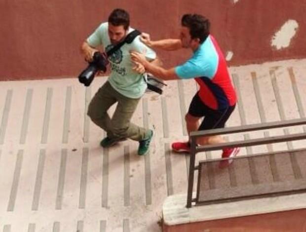 Fotógrafo afirma ter sido agredido por Fernando Alonso (Foto: Reprodução)