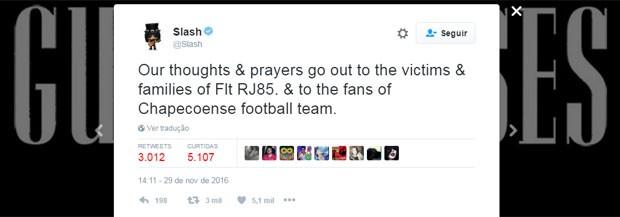 'Nossos pensamentos & orações vão para as vítimas & famílias do voo RJ85 e para os torcedores do time da Chapecoense', escreveu Slash no Twitter (Foto: Reprodução/Twitter/Slash)