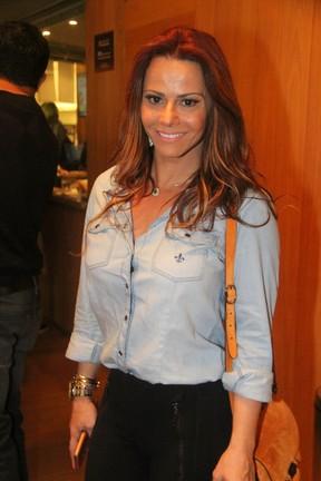 Viviane Araújo em teatro no Rio (Foto: Daniel Delmiro/ Ag. News)