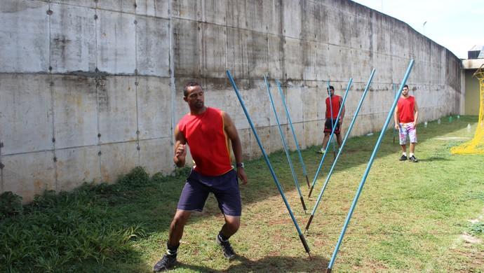 Goleiro Bruno na Apac de Santa Luzia (Foto: Bernardo Pombo e Luiz Claudio Amaral)