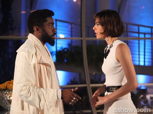 Brian revela para Evangelina que ainda é virgem. E ela acha muito fofo! (Foto: Carol Caminha/TV Globo)