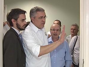 Prefeito Rafael Agostini acompanhou Alexandre Padilha (Foto: Reprodução TV TEM)